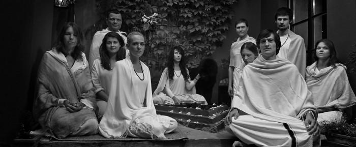 Guru Mai Ram Devi įnicijuotais mokyniai Mai Ram Yoga ašrame Vilniuje