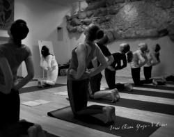 Asanų praktika ašrame